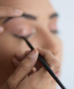 Jak narysować kreskę eyelinerem? Praktyczne wskazówki