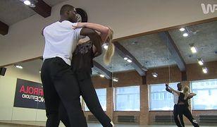 """""""Taniec z gwiazdami"""": Izu Ugonoh w skocznym quickstepie. Jak sobie radzi?"""