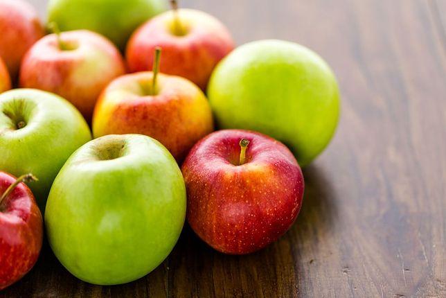 Sprytny sposób na dzielenie jabłka