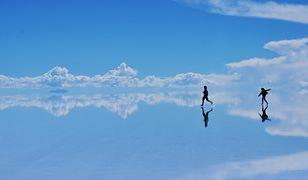 Solnisko Salar de Uyuni w Boliwii.