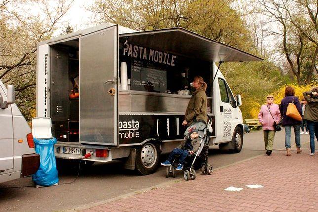 W warszawskich parkach pojawi się mobilne jedzenie!