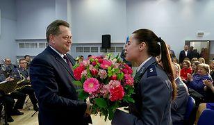 Wiceminister MSWiA Jarosław Zieliński potrafi świętować Dzień Kobiet przez trzy dni.