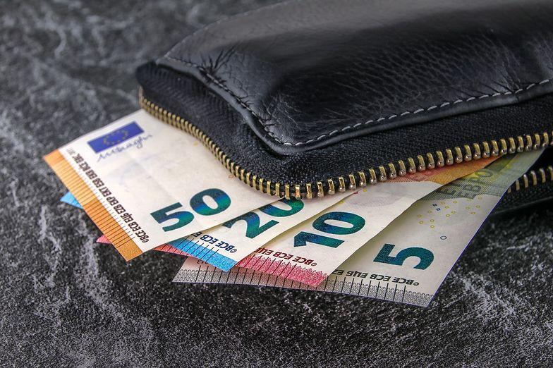Polacy mogą zarobić mniej. Rząd ponownie chce uszczuplić nasze dochody