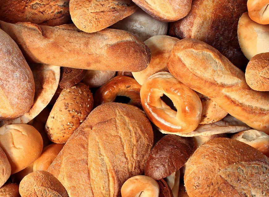 Chleb pełnoziarnisty jest pełen wielu witamin i składników