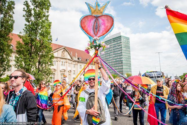 Gdańsk. Długa lista oszukanych tęczową waginą