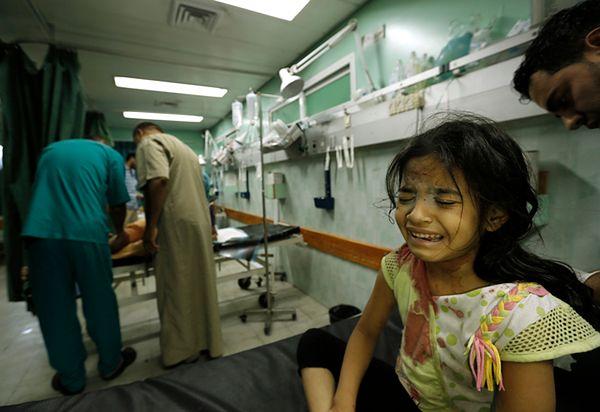 Kolejna szkoła w Strefie Gazy zbombardowana. Kilkadziesiąt osób zostało rannych