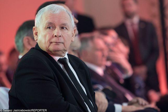 Jarosław Kaczyński dostrzegł modę na podziurawione spodnie