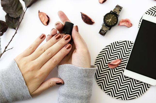Piękny manicure hybrydowy możesz wykonać sama w domu