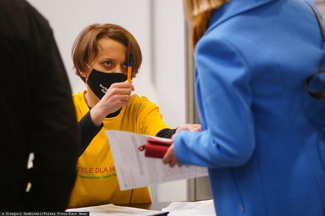 Jadwiga Emilewicz wolontariuszką w punkcie szczepień