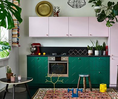 Zabudowa kuchni z Ikei z frontami od marki Njufront.