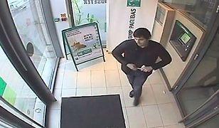 Znasz tego mężczyznę? Okradał bankomaty w centrum miasta