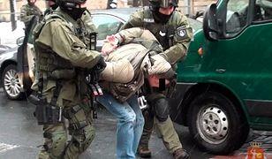 Strzelali w plecy i ukradli ponad 4 mln zł. Finał sprawy brutalnego napadu pod Warszawą