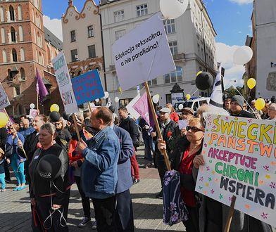 Sondaż: Polacy chcą świeckiego państwa