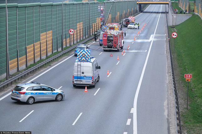 Trasa S8. Zderzenie dwóch samochodów osobowych i busa / zdjęcie ilustracyjne
