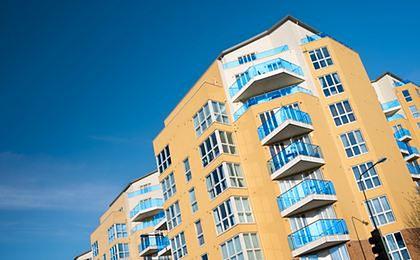 Eksperci: deweloperzy sprzedali o 40 proc. mieszkań więcej niż w ub.r.