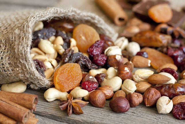 Bakalie są źródłem wielu witamin i składników odżywczych, nie powinniśmy jednak jeść ich zbyt dużo