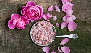 Za 150 g cukru różanego trzeba zapłacić ok. 8-10 zł