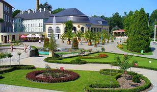 Park zdrojowy i budynek pijalni wód w Kudowie-Zdroju