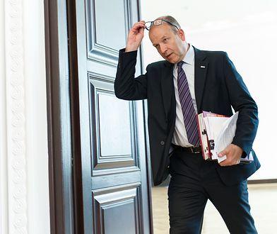 Minister Radziwiłł nie był oceniany pozytywnie. Mimo to i on, i jego zastępcy, dostali hojne nagrody.