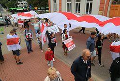 Warszawa. Rocznica wyborów na Białorusi. Reklamy w metrze promują zbiórkę