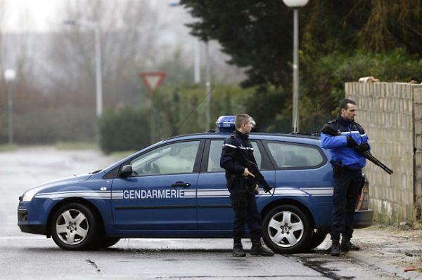 Sprzeczne informacje o strzelaninie w miejscu poszukiwań zamachowców