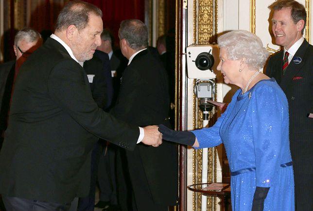 Harvey Weinstein i królowa Elżbieta II w 2004 r.