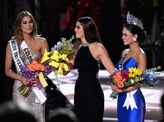 Miss Kolumbii i Miss Filipin (w koronie)