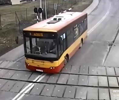 O krok od tragedii. Autobus na przejeździe tuż przed pociągiem