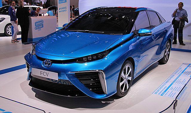 Dwie duże nowości Toyoty w Paryżu