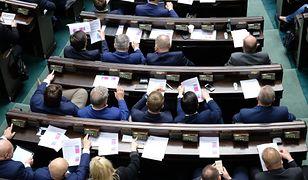 Szalone wydatki posłów. Rekordzista wydał już 74 tys. zł na taksówki