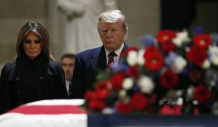 Donald Trump i Pierwsza Dama USA złożyli hołd zmarłemu byłemu prezydentowi.