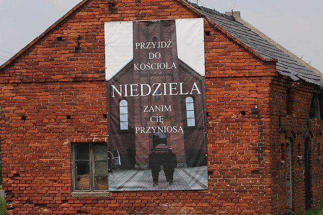 Baner skrytykowali sołtys i wójt gminy