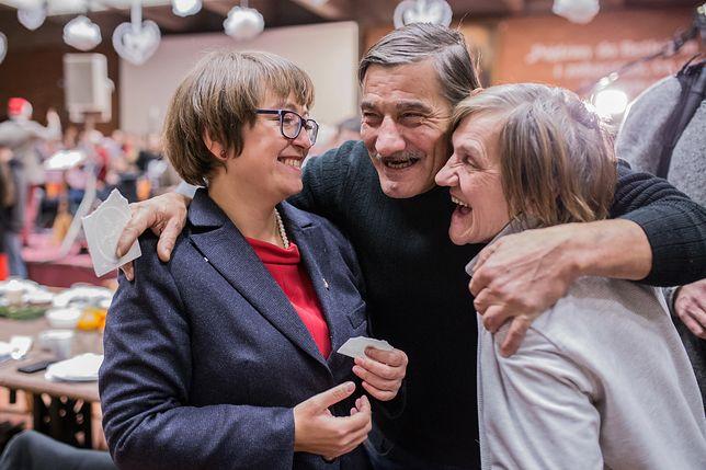 Magdalena Wolnik z bezdomnymi przyjaciółmi