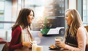W Białymstoku klienci Banku Pekao oszczędzają na biletach i zgarniają nagrody – 4000 voucherów na kawę i 1000 smart bandów.