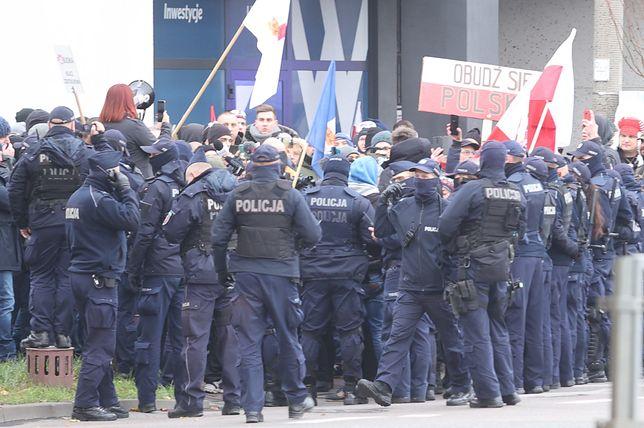 Warszawa. Podczas marszu antyszczepionkowców interweniowała policja
