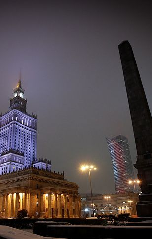 Warszawa. Pałac Kultury i Nauki zostanie podświetlony na niebiesko [zdj. ilustracyjne]