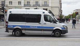 Warszawa. Do budynku przykleiło się sześć osób