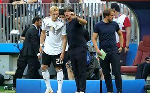 Burza w Niemczech. Jeden z graczy uśmiechnięty po porażce