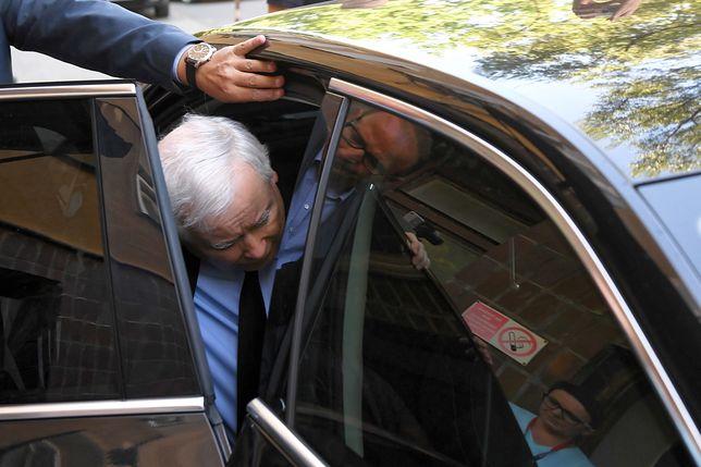 Jarosław Kaczyński kontynuuje rekonwalescencję w domu