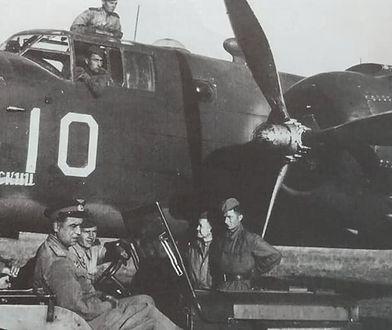 """Samolot North American B-25 """"Mitchell"""" z widocznym emblematem jednostki na kadłubie """"Sewastopolski"""". Bliźniacza maszyna spadła pod Bieruniem"""