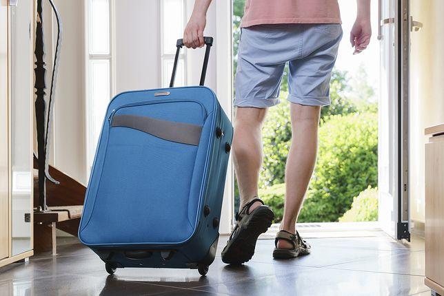 Przed wyjazdem zadbaj o kwestie bezpieczeństwa domu, dzięki czemu będziesz mógł się skupić wyłącznie na wypoczynku.