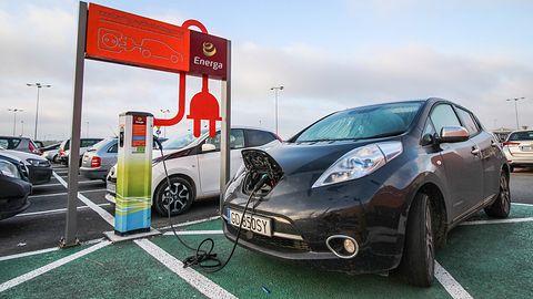 Mapy Google: nadchodzą ułatwienia dla kierowców samochodów elektrycznych