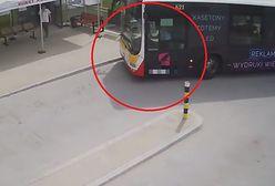 Nie było karetki, przyjechał autobus. Nietypowy widok na SOR