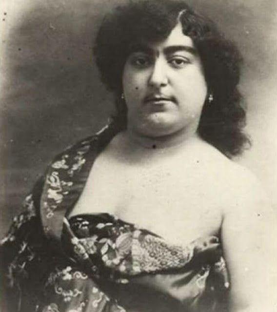 Zahra Khanom Tadj es-Saltaneh
