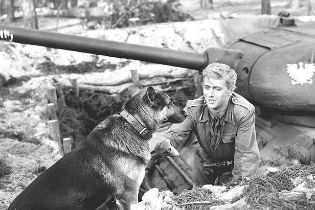Na zdjęciu Janusz Gajos jako Janek Kos i pies Szarik
