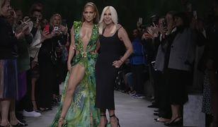 Jennifer Lopez i Donatella Versace na wiosennym pokazie