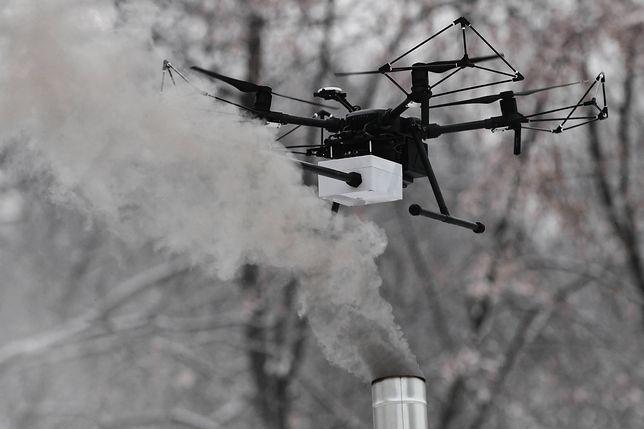 Strażnicy szukają śmierdzieli dronami-niuchaczami. Jak masz piec, musisz ich wpuścić do siebie