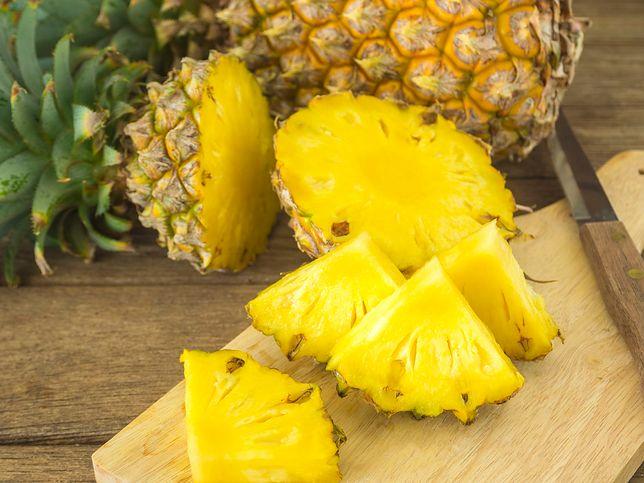 Ananas - dojrzałe owoce są duże, soczyste i aromatyczne. Nadają się do spożycia zarówno w stanie surowym, jak i po przetworzeniu (soki, dżemy, kompoty). Przepisy