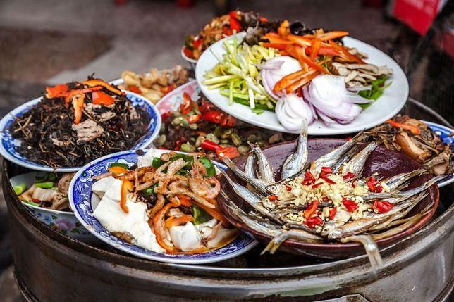 Kuchnia orientalna jest obecnie bardzo popularna. Inaczej bywa nazywa kuchnią azjatycką i w jej skład wchodzą kuchnie: indyjska, japońska, chińska, tajska i wietnamska. Przepisy kuchni orientalnej