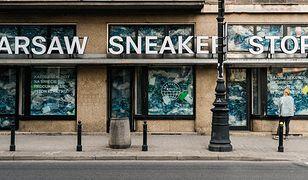Warszawa. Zamknęli sklep i wypełnili go plastikiem. Nietypowa akcja w stolicy